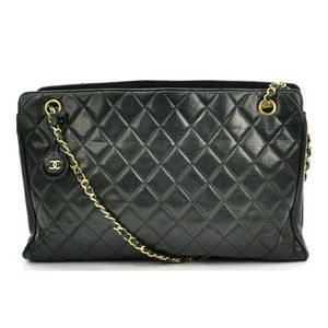 CHANEL QUILTED BLACK LEATHER SHOULDER BAG